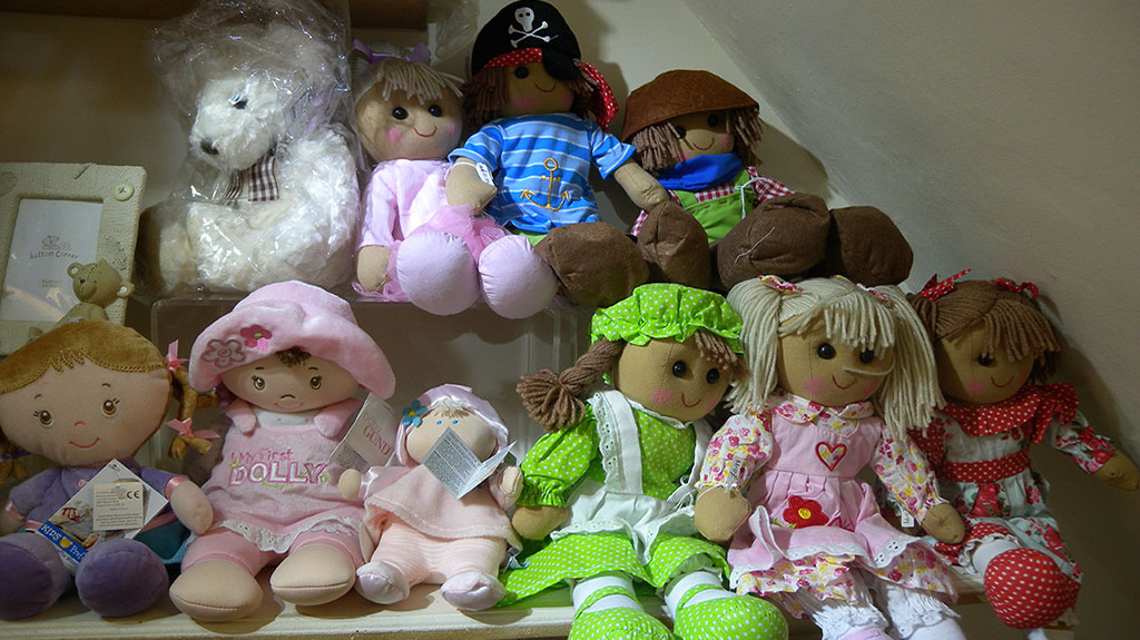 Gift Shop Bagshot soft toys and dolls